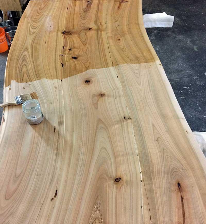 Die richtige Pflege für den Werterhalt von Holzoberflächen
